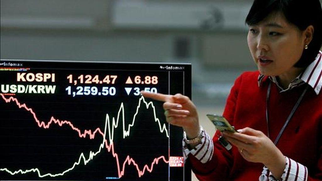 Una trabajadora de la Bolsa de Seúl. EFE/Archivo
