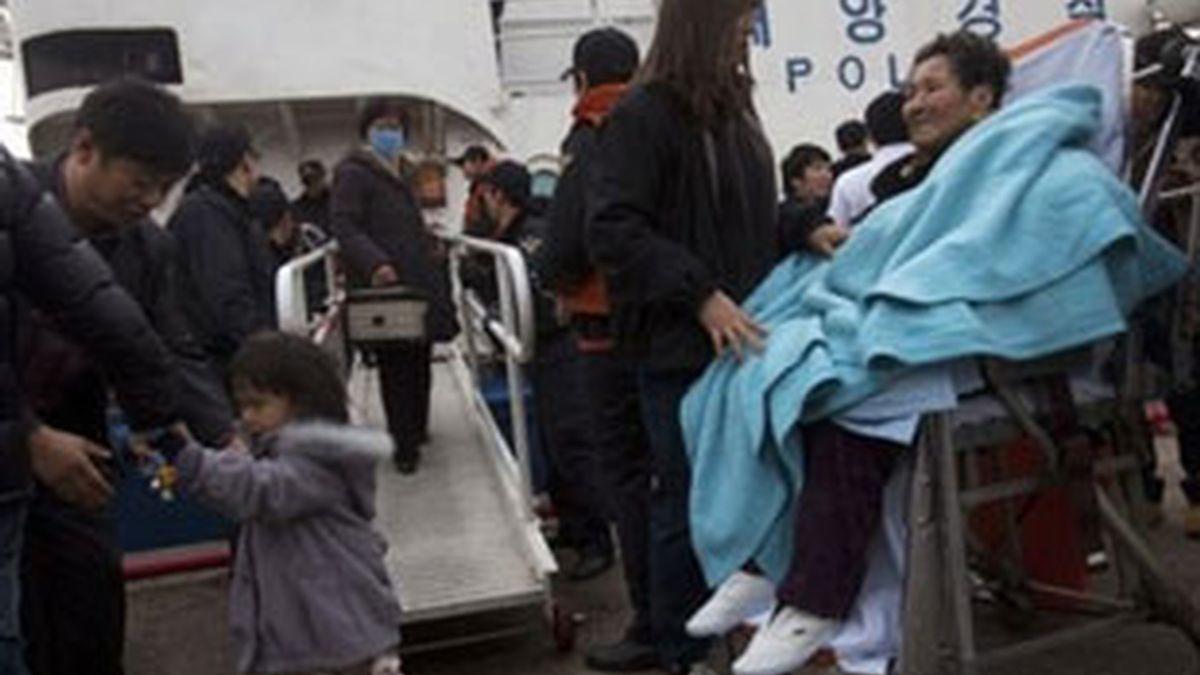 Decenas de personas son evacuadas en Corea del Sur tras el ataque de sus vecinos del norte. Fot: AP
