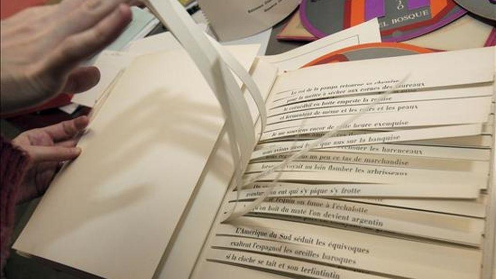 Una de las obras de la biblioteca del escritor argentino Julio Cortázar, donada por su viuda y albacea Aurora Bernárdez en 1993 y reunidas por la Fundación Juan March de Madrid cuando se cumplen 25 años del fallecimiento del autor. EFE