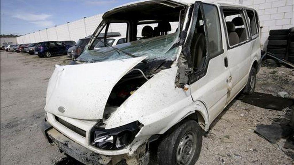 Accidente de una furgoneta ocurrido el pasado 8 de abril en el término municipal de Santas Martas (León). EFE/Archivo