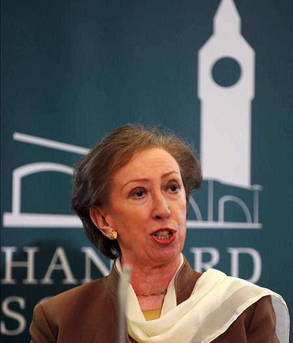 La ex ministra de Asuntos Exteriores, Margaret Beckett, pronuncia un discurso durante la campaña de los candidatos a presidir la Cámara de los Comunes británica, organizada por la Hansard Society en Londres, el pasado 15 de junio. EFE/Archivo