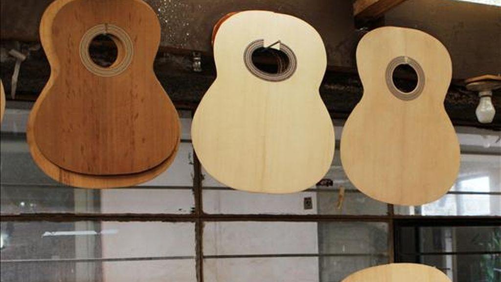 Guitarra secando en un taller. EFE/Archivo