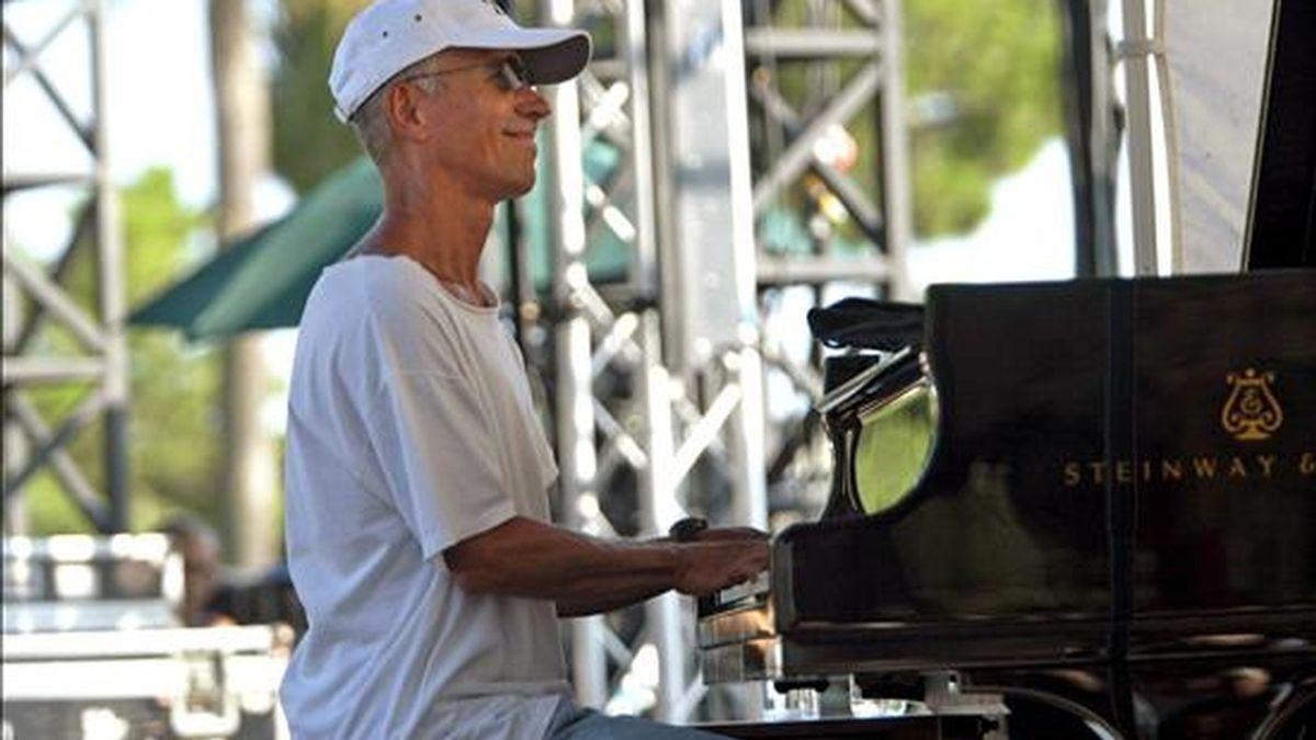 """El excéntrico pianista estadounidense Keith Jarrett, egocéntrico y """"prima donna"""" para muchos, genio extraordinario para la mayoría, conquistó una vez más en Montreux a un público previamente entregado y que cumplió a rajatabla sus exigencias. EFE/Archivo"""