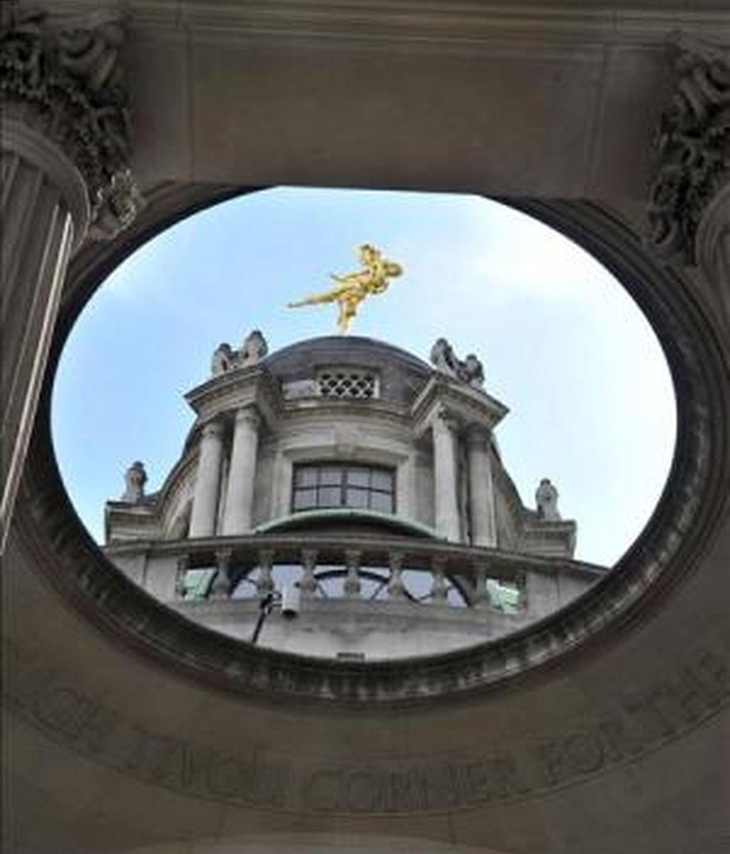 En la imagen, una vista de la cúpula del Banco de Inglaterra desde la esquina Tívoli en Londres, Reino Unido. EFE/Archivo