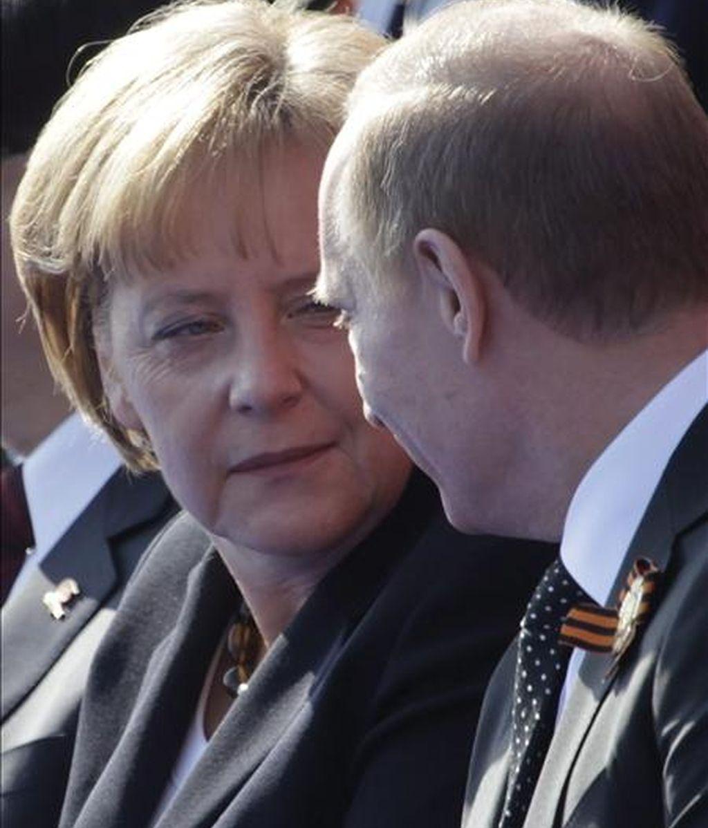 La canciller alemana, Angela Merkel, valoró hoy con escepticismo la iniciativa del primer ministro ruso, Vladimir Putin, para la creación de una zona de libre comercio entre la Unión Europea y Rusia. EFE/Archivo