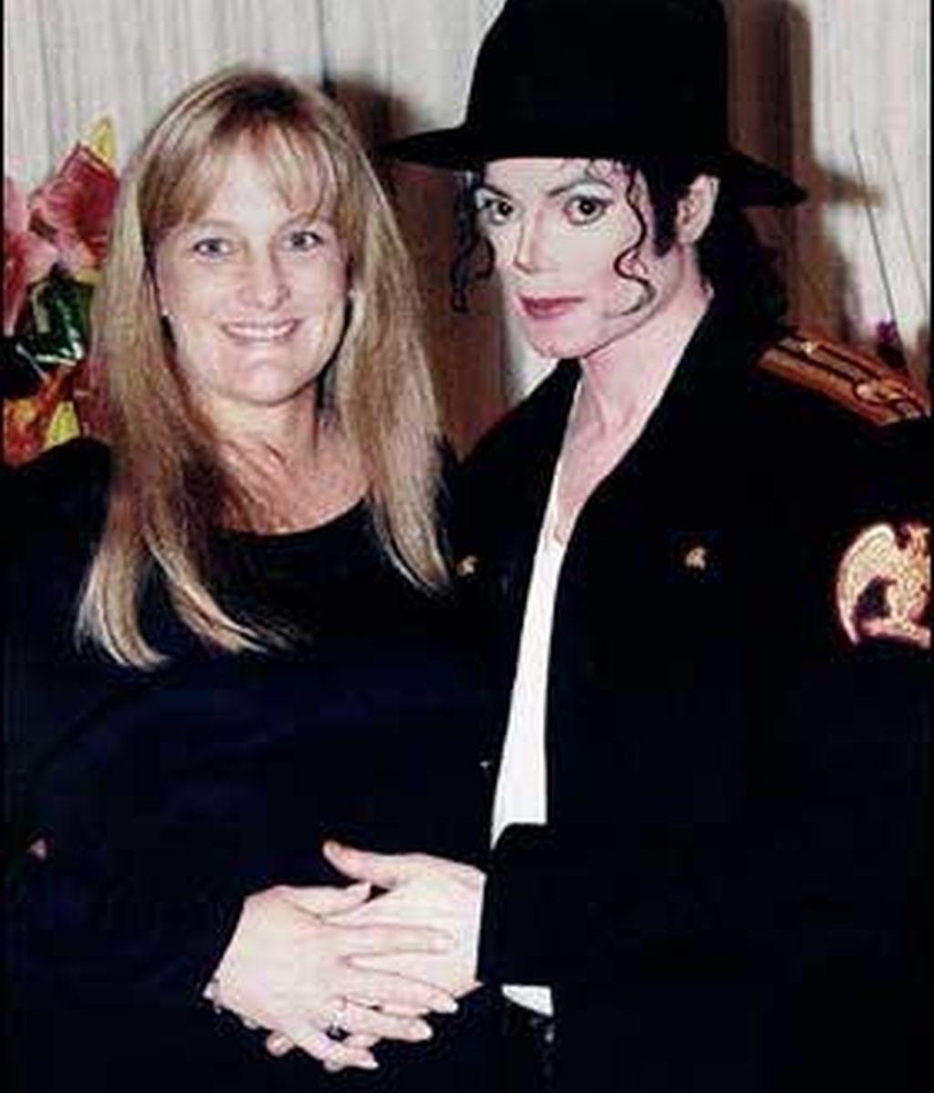 Debbie Robwe asegura que los dos primeros niños de Jackson no son sus hijos biológicos. Vídeo: Informativos Telecinco