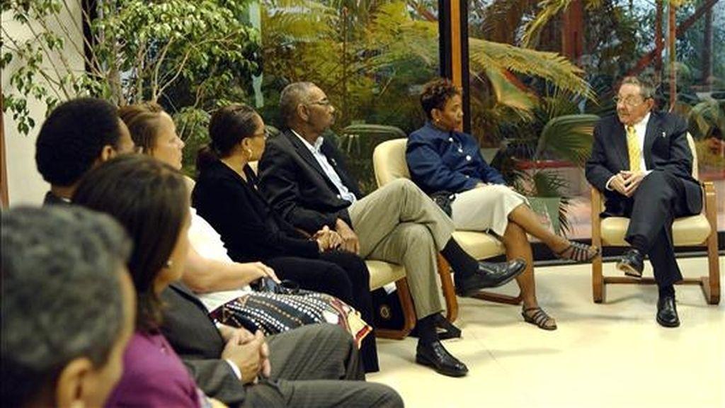 """Raúl Castro conversó este lunes con los congresistas por cuatro horas y media y les expresó su """"disposición a dialogar sobre cualquier asunto"""" con Estados Unidos. EFE"""