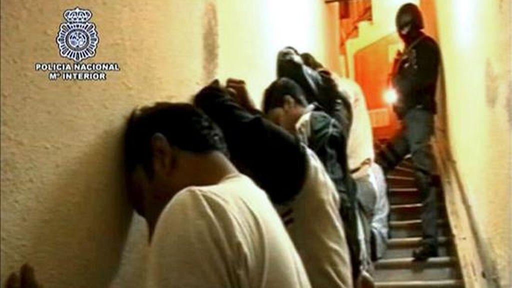 "La ""célula"" desmantelada robaba documentos, principalmente pasaportes a turistas. Vídeo: Informativos Telecinco."