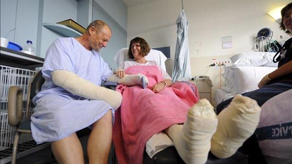Bill y Sherrill Carta se recuperan en el Hospital Alfred de Melbourne (Australia), tras haber sido rescatados de los incendios forestales de Kinglake en Melbourne (Australia). EFE