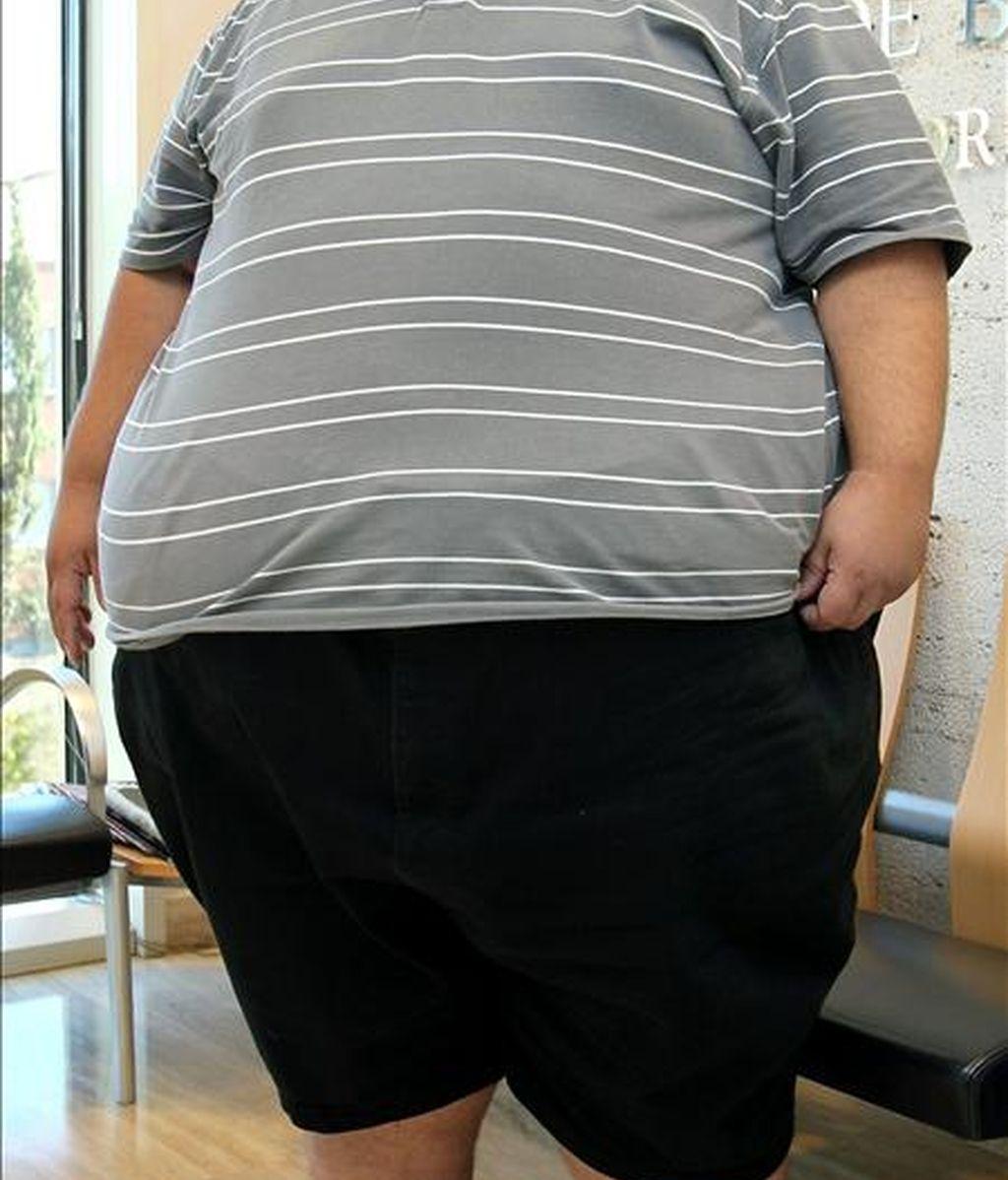 El problema del sobrepeso afecta más a los hombres (un 62,8 por ciento está por encima del peso normal) que a las mujeres (44,6 por ciento), según pone de relieve la Encuesta Europea de Salud, con los datos definitivos correspondientes al año 2009, que hoy ha hecho pública el Instituto Nacional de Estadística. EFE/Archivo