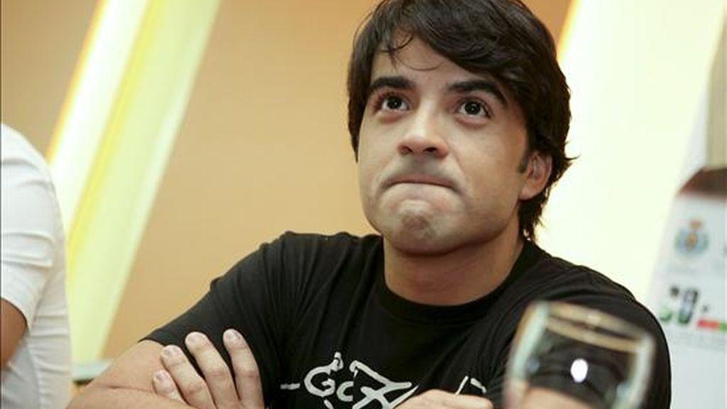 TF06. SANTA CRUZ DE TENERIFE, 04/06/09.- El cantante Luis Fonsi durante la rueda de prensa que ha tenido lugar hoy con motivo del concierto que ofrecerá mañana en la capital tinerfeña. EFE