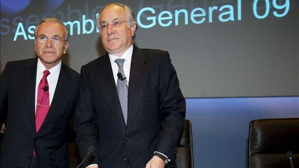 El presidente de La Caixa, Isidre Fainé (i), y el director general de La Caixa,Juan María Nin (d),durante el inicio de la presentacion sus resultados correspondientes al primer trimestre del año 2009. EFE