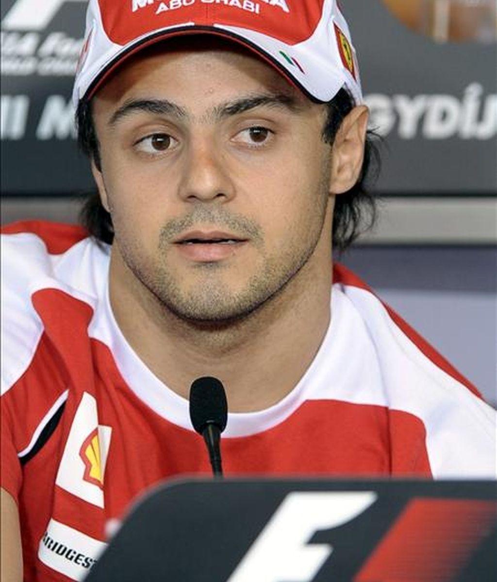 El piloto brasileño Felipe Massa de Ferrari comparece ante los medios durante una rueda de prensa celebrada en el circuito de Mogyorod, cerca de Budapest, (Hungría). EFE