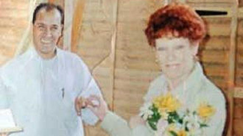 Hilton Plettell de 50 años (izq) ha recibido una carta de un hospital en la que le informaban que estaba embarazado y le daban cita para la ecografía. Foto SkyNews