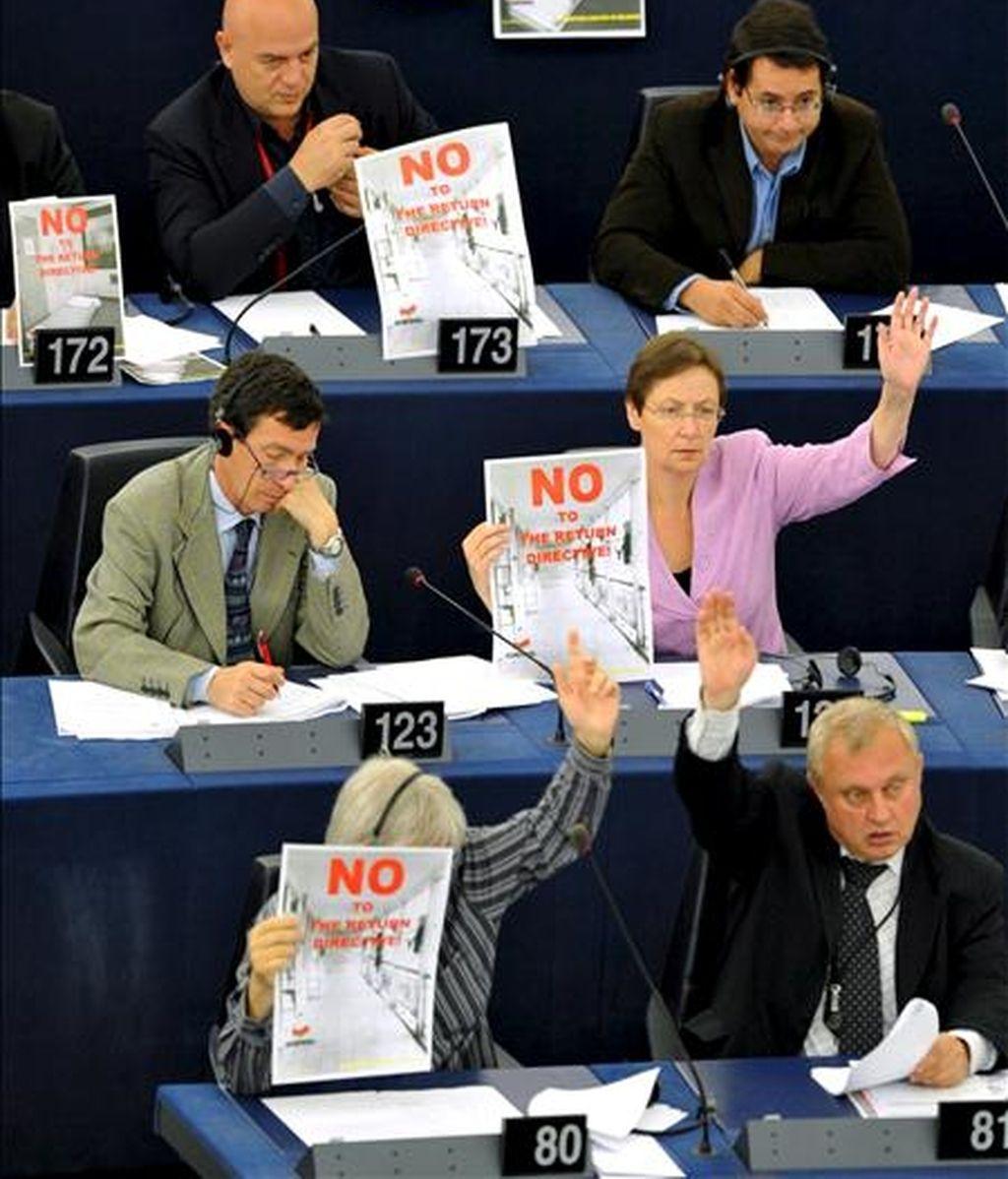 Europarlamentarios votan una directiva en junio de 2008 en sesión plenaria del Parlamento Europeo en Estrasburgo (Francia). EFE/Archivo