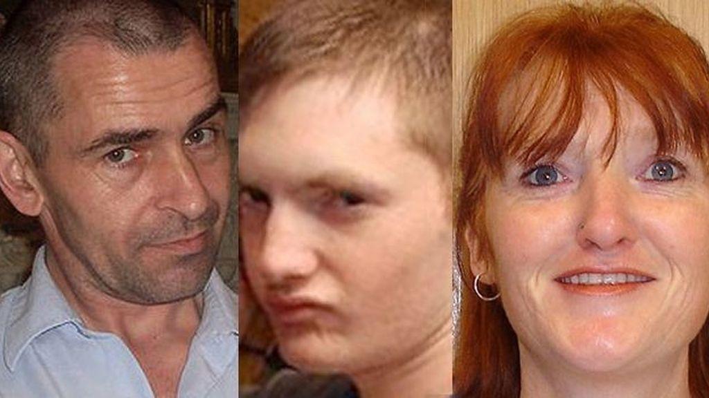 Michael Kelly, el presunto homicida, (izq), Martin, de 22 años y su madre Sally Cox asesinados a hachazos. Foto The Sun
