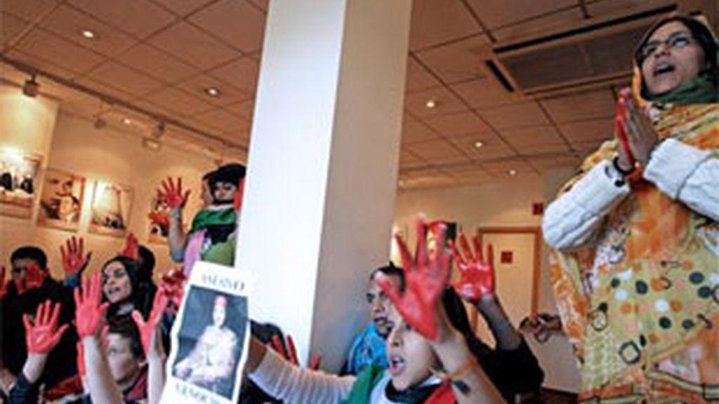 Una veintena de activistas saharauis ocuparon la sede del PSPV-PSOE en Valencia. Vídeo:ATLAS