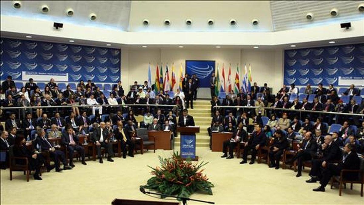 El presidente de Ecuador, Rafael Correa, habla el 26 de noviembre de 2010 durante la Cumbre de la Unión de Naciones Suramericanas (Unasur) en Georgetown (Guyana). EFE