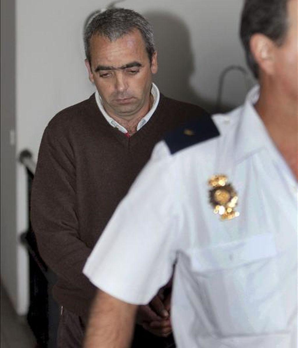 El padrastro de Yuliza Pérez, Antonio Luis Ferreira Machado, a su llegada a la Audiencia Provincial de Las Palmas donde ha sido declarado culpable de asesinato como autor de la muerte de la joven dominicana, ocurrida en 2007 en su domicilio familiar de Lanzarote, por un tribunal jurado. EFE