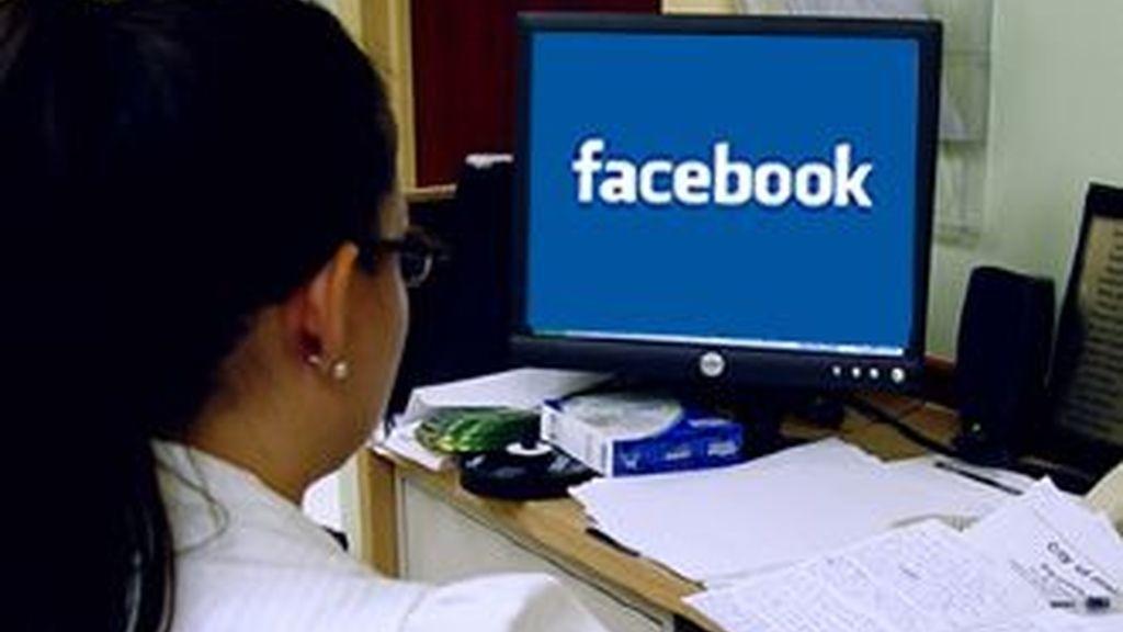 El 50 % de las pequeñas y medianas empresas en EEUU y Reino Unido bloquea el acceso a las redes sociales, según una encuesta.