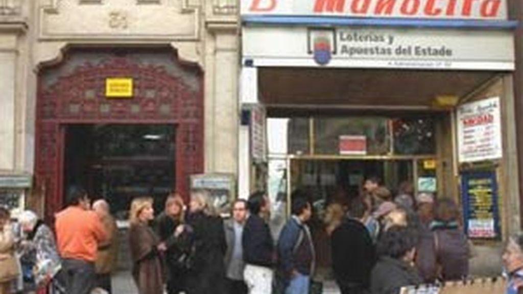 Colas en la administración de lotería de Doña Manolita en Madrid. Foto: EFE