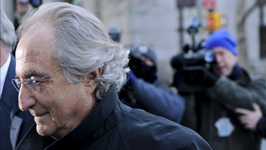 En la imagen, el financiero estadounidense Bernard Madoff, a su llegada a la Corte Federal, el pasado mes de enero. EFE/Archivo