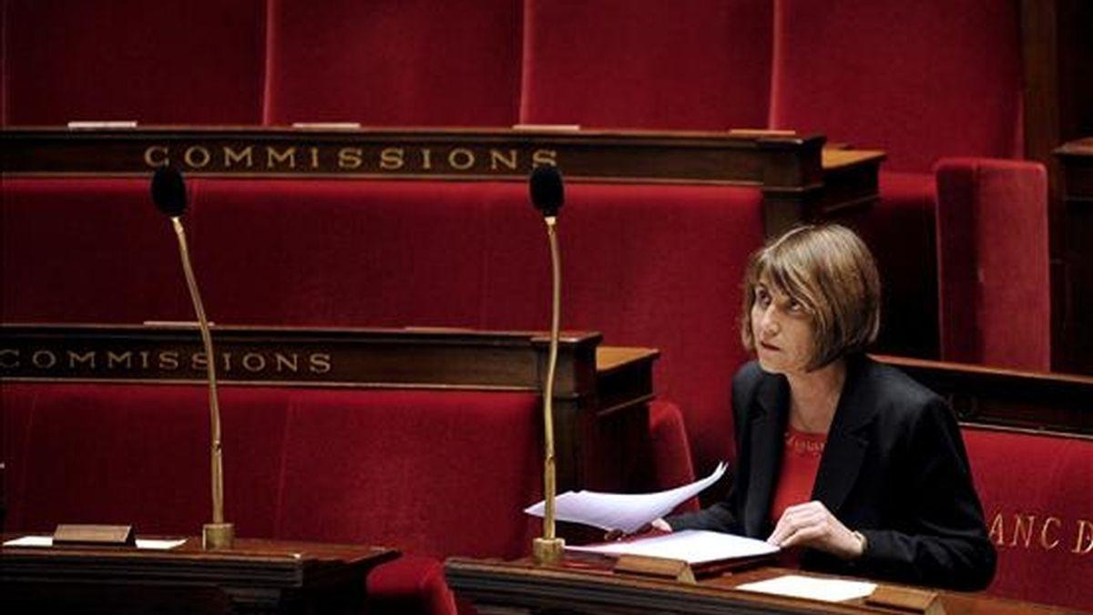 La ministra de Cultura francesa, Christine Albanel, en su escaño en la Asamblea Nacional en París durante un debate sobre la ley contra la descarga ilegal de contenidos audiovisuales en abril. EFE/Archivo