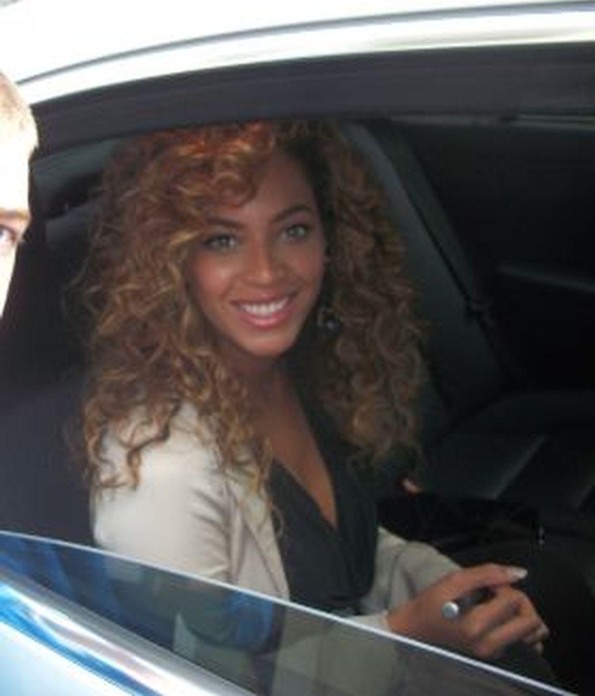 Beyoncé, a punto de ser arrollada por un taxi. Foto: Gtres/Archivo