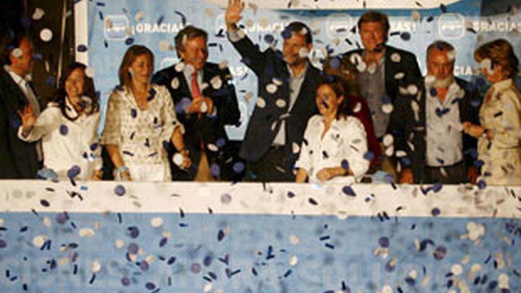 Los populares celebran la victoria electoral en el balcón de Génova. Foto: EFE.
