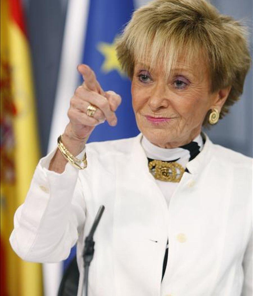 La vicepresidenta primera del Gobierno, María Teresa Fernández de la Vega, durante la rueda de prensa posterior a la reunión del Consejo de Ministros. EFE