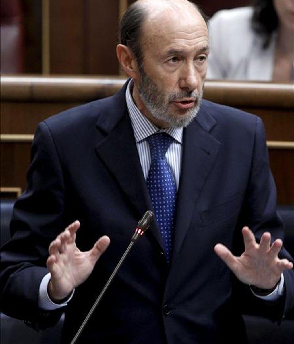 El ministro del Interior, Alfredo Pérez Rubacalba, durante una de sus intervenciones en el pleno celebrado hoy en el Congreso de los Diputados. EFE