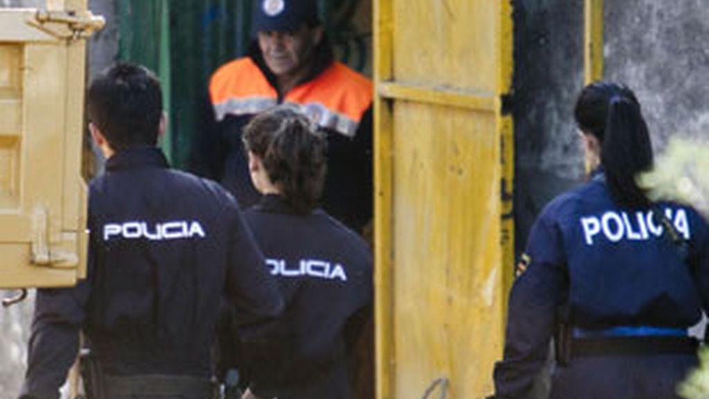 La Policía ha detenido la búsqueda en el pozo. Vídeo: Informativos Telecinco.