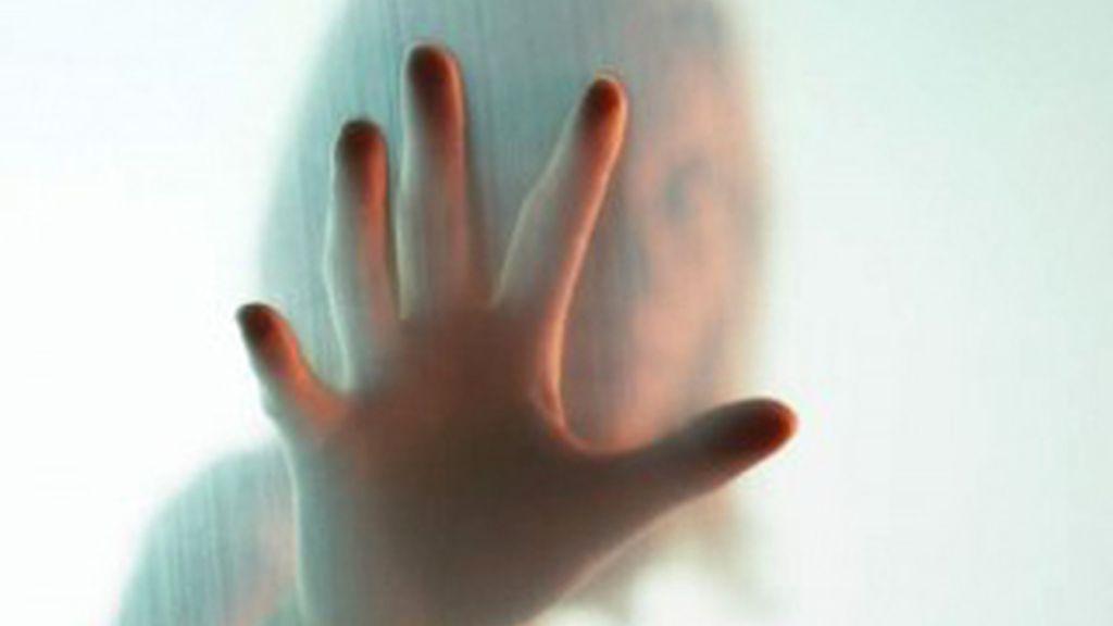 La mujer de 69 años, que permaneció 20 días encerrada en el baño de su casa, sobrevivió bebiendo agua tibia.