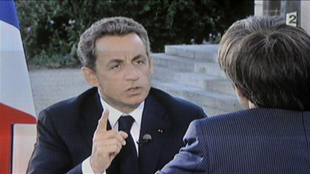 Imagen tomada del canal de televisión France 2 que muestra al presidente francés Nicolas Sarkozy durante una entrevista en París este lunes. EFE/CHANNEL FRANCE 2
