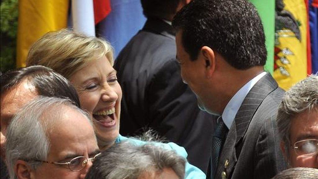 La secretaria de Estado de Estados Unidos, Hillary Clinton, sonríe en el momento de la toma de la fotografía oficial de la XXXIX Asamblea General de la Organización de Estados Americanos (OEA), que se lleva a cabo en San Pedro Sula (Honduras). EFE