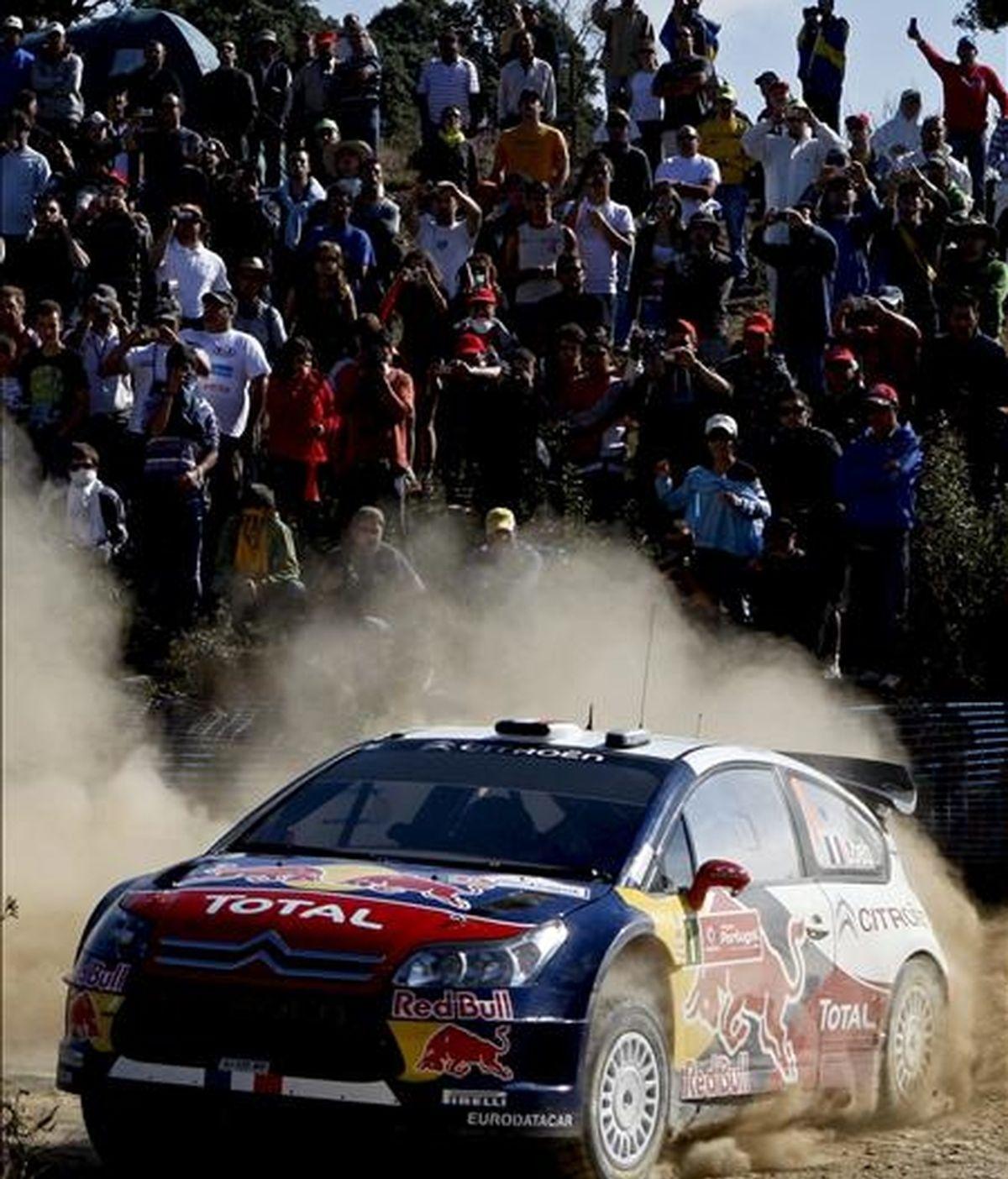 El piloto francés Sebastien Loeb participa en la tercera jornada del rally de Portugal, disputado en Almodovar (Portugal).  EFE/Archivo