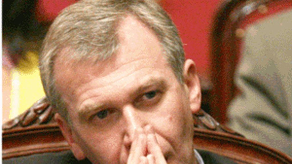El ex primer ministro belga Yves Leterme ha presentado su dimisión después de que el grupo flamenco se retirara de la coalición de Gobierno.