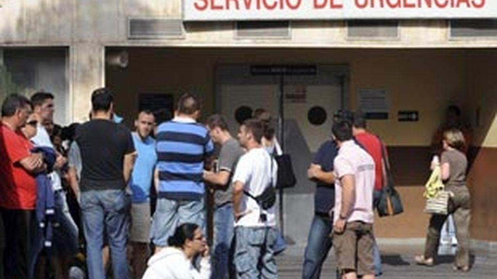 Los familiares de los militares esperan en el hospital insular de Gran Canaria
