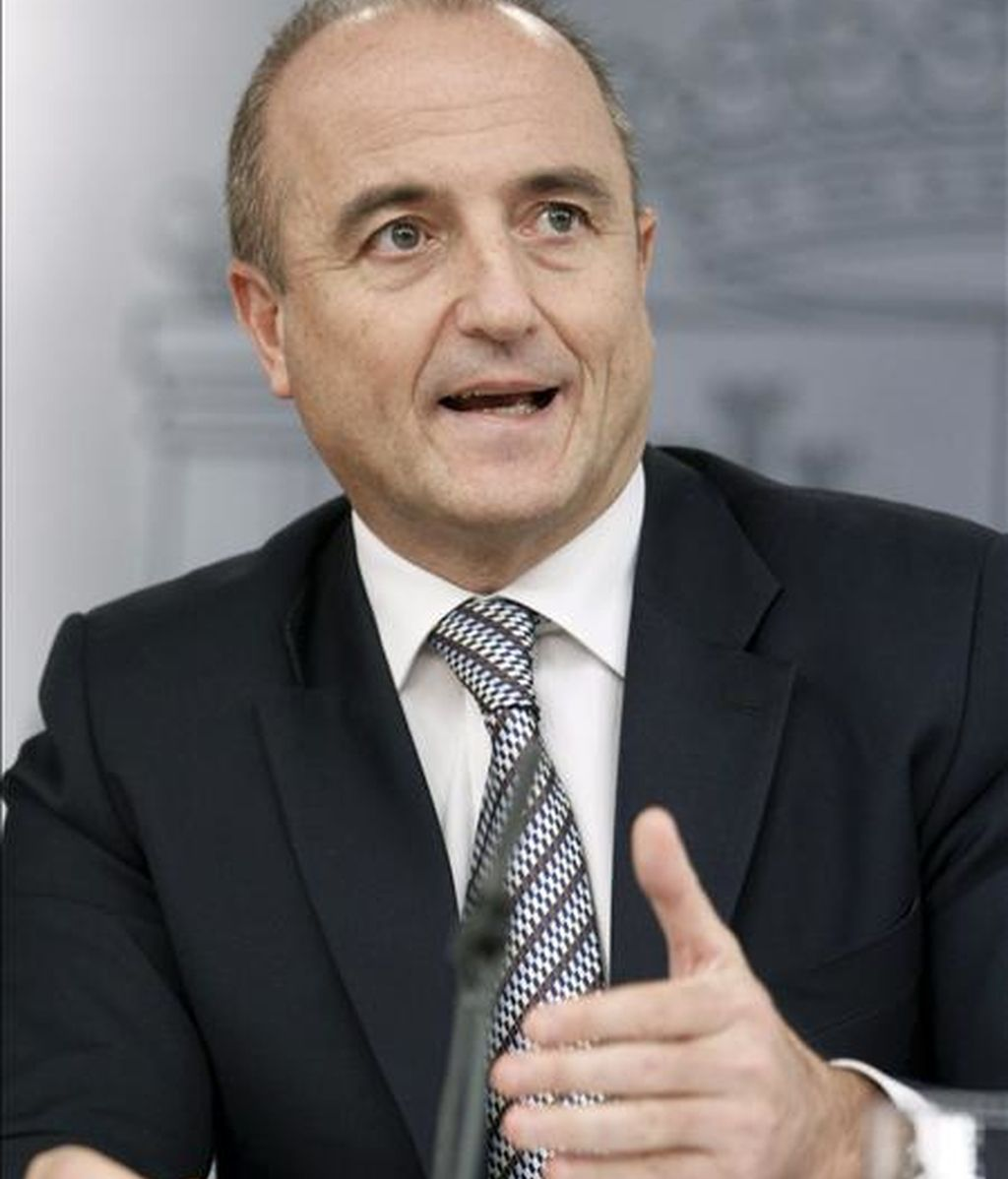 El ministro de Industria, Turismo y Comercio, Miguel Sebastián, durante la rueda de prensa posterior a la reunión del Consejo de Ministros. EFE