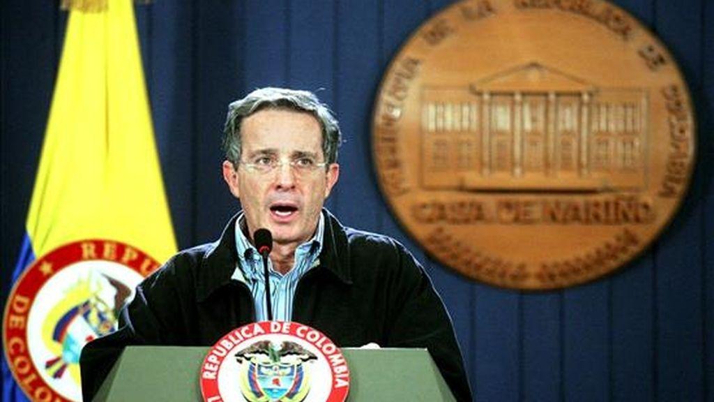"""Uribe destacó que """"a la fecha hay más de 50.000 desmovilizados"""" en Colombia, sumando paramilitares y guerrilleros. EFE/Archivo"""
