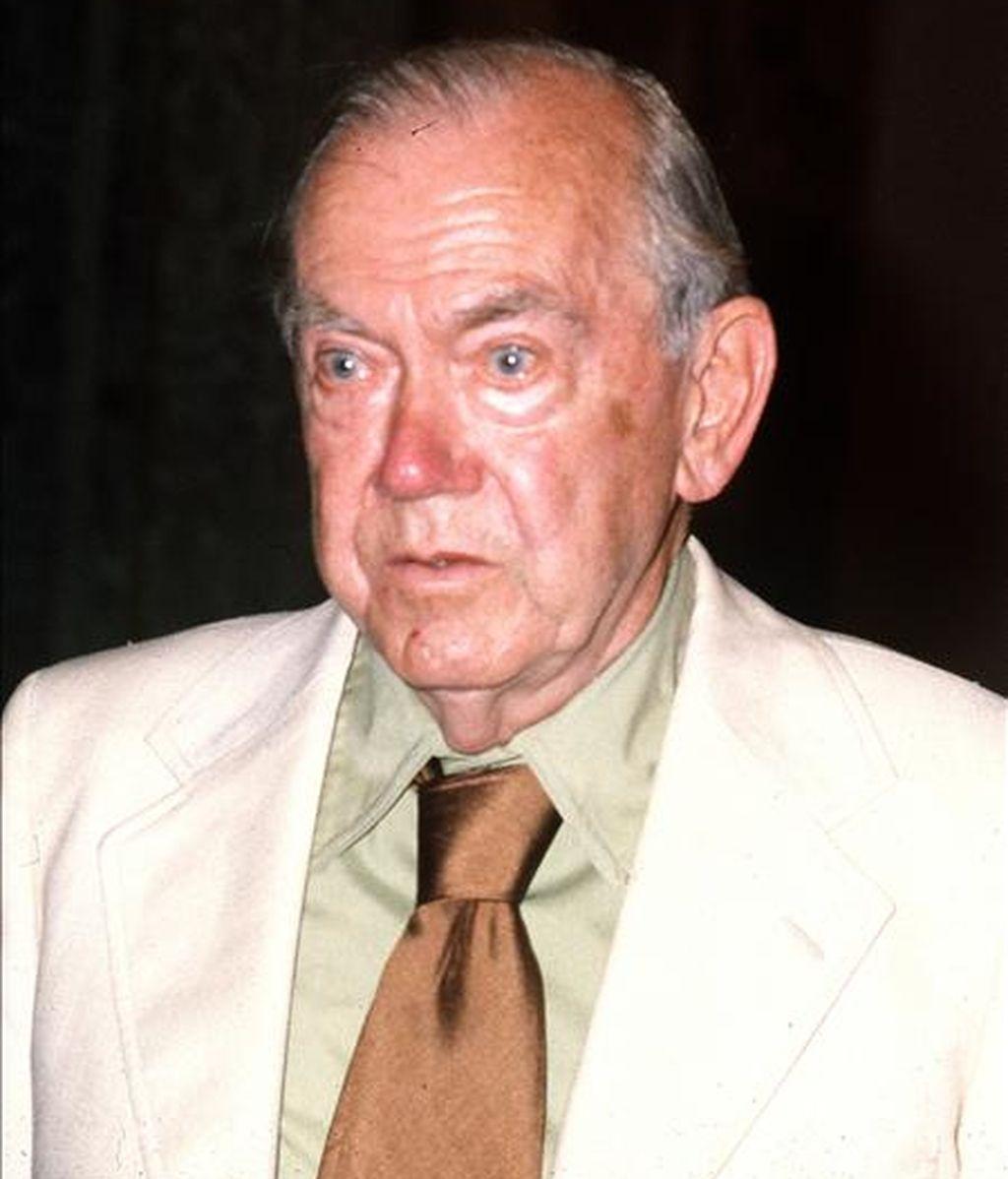 Fotografía de archivo, fechada en Madrid, el 7 de julio de 1980, del escritor británico Graham Greene. Keith Jeffery revela en la primera historia oficial del MI6, que Greene y otros autores trabajaron para el espionaje británico. EFE/Archivo