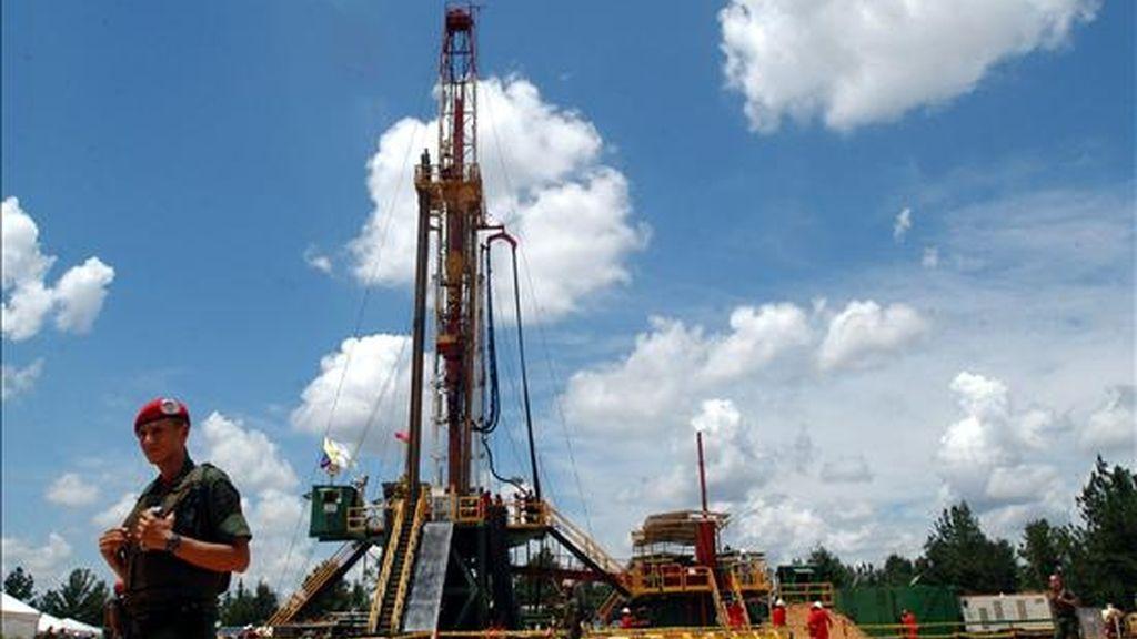 El petróleo venezolano registró en 2008 un precio promedio de 86,49 superior a los 64,74 dólares de 2007, los 56,45 de 2006 y los 45,39 dólares que promedió el barril (159 litros) en 2005. EFE/Archivo