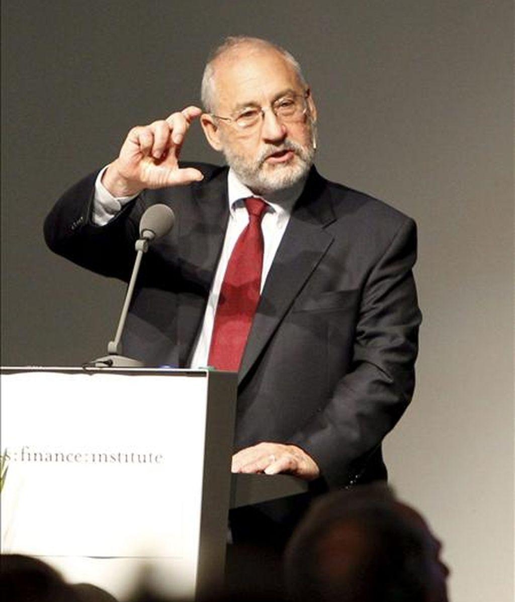 Estados Unidos y Europa viven un proceso similar al que Japón afrontó hace algunos años, pero acentuado debido al alto desempleo, precisó Stiglitz al intervenir en un seminario organizado por el chileno Banco de Crédito e Inversiones. EFE/Archivo