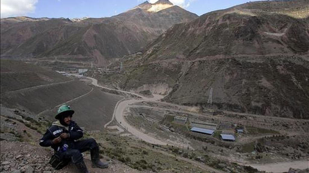 El principal gremio minero de Perú informó la semana pasada de que 6.200 trabajadores del sector han sido despedidos desde noviembre de 2008. EFE/Archivo