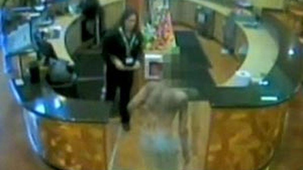 Momento en el que la cámara de seguridad captó la aparición del joven secuestrado. Foto: Dailymail.co.uk