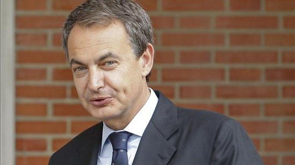 El presidente del Gobierno, José Luis Rodríguez Zapatero, ha confesado hoy que se le han saltado las lágrimas con el triunfo de la selección española en la final del Mundial de fútbol y ha confiado en que esa victoria sea un punto de inflexión para /Archivo