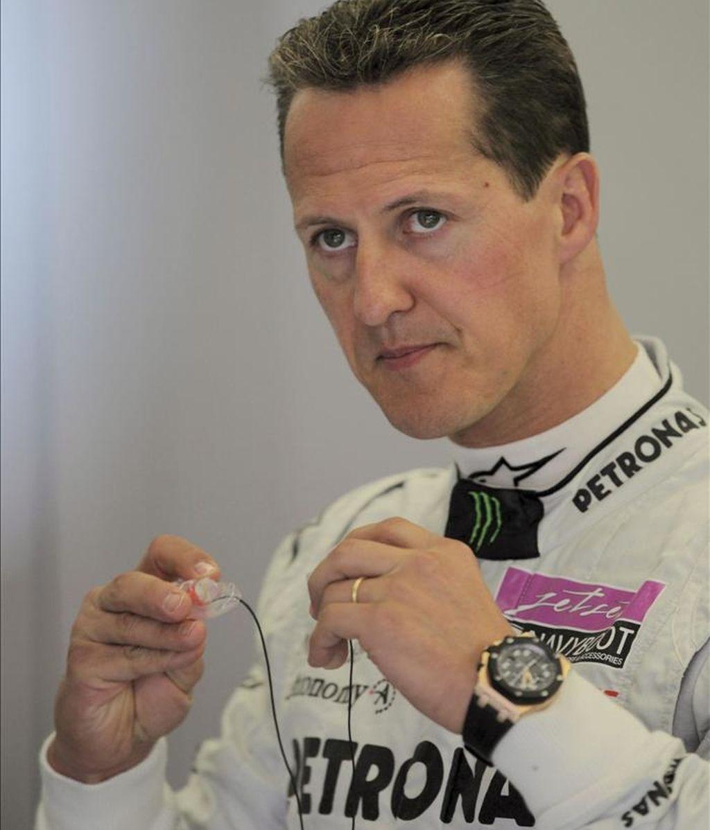 El piloto alemán de Mecedes GP Petronas Michael Schumacher durante la primera sesión de entrenamientos libres del Gran Premio de Turquía en el circuito Istanbul Park de Estambul, Turquía. EFE