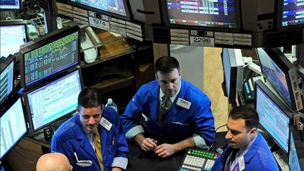 Los indicadores de Wall Street intensificaron el descenso a medida que Geithner iniciaba un discurso en el que aludió a las causas de la crisis financiera. EFE/Archivo