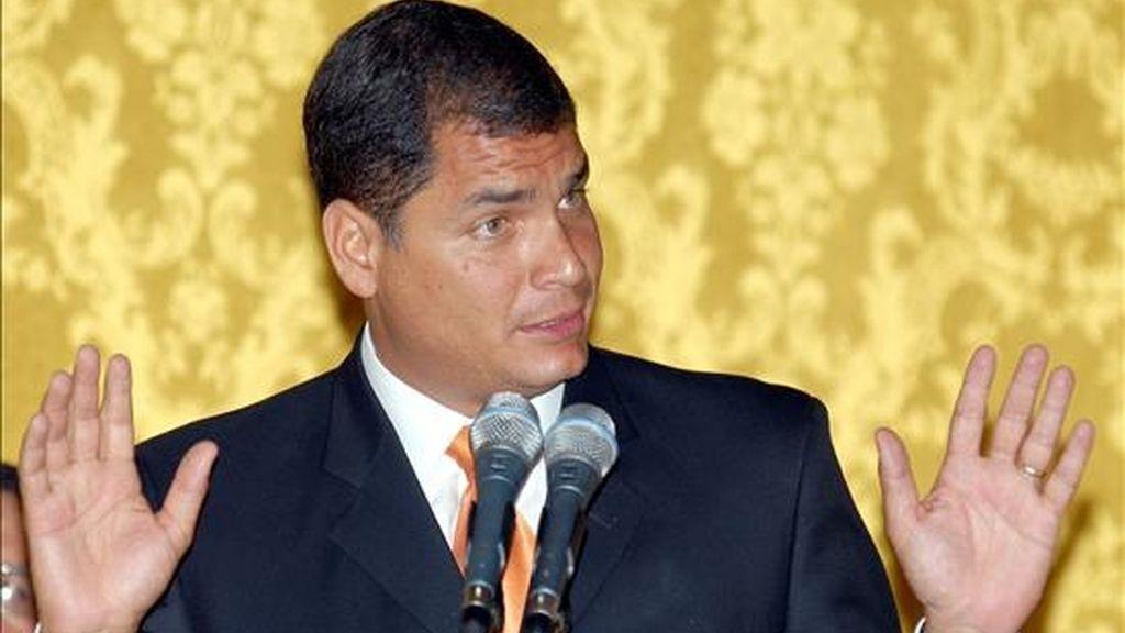 """""""No permitiremos abusos como el que vayan funcionarios de una embajada extranjera a llevarse computadoras, equipos de oficina, vehículos e información de las oficinas de la Policía Nacional"""", señaló Correa. EFE/Archivo"""