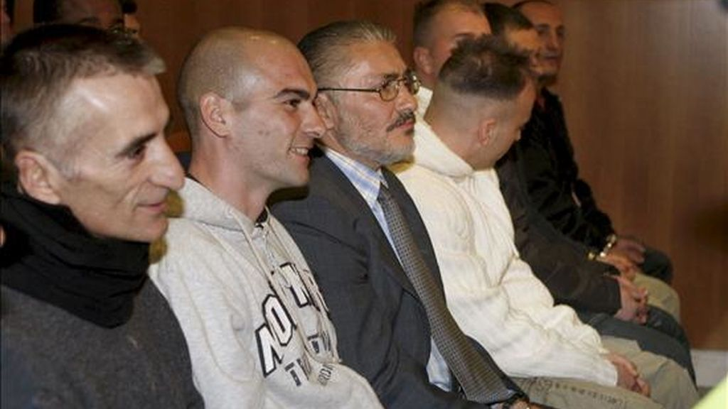 Algunos de los reclusos que en abril de 2004 protagonizaron un motín en la cárcel Quatre Camins. EFE/Archivo